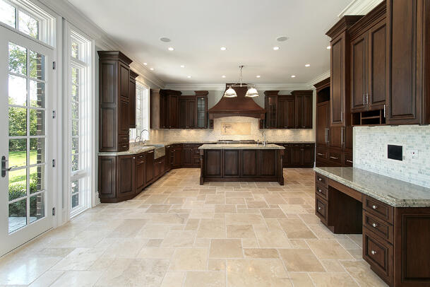 empty-traditional-style-kitchen