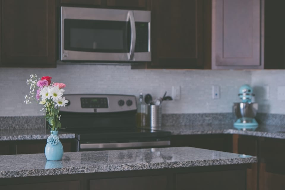 flower-arrangement-on-a-kitchen-island